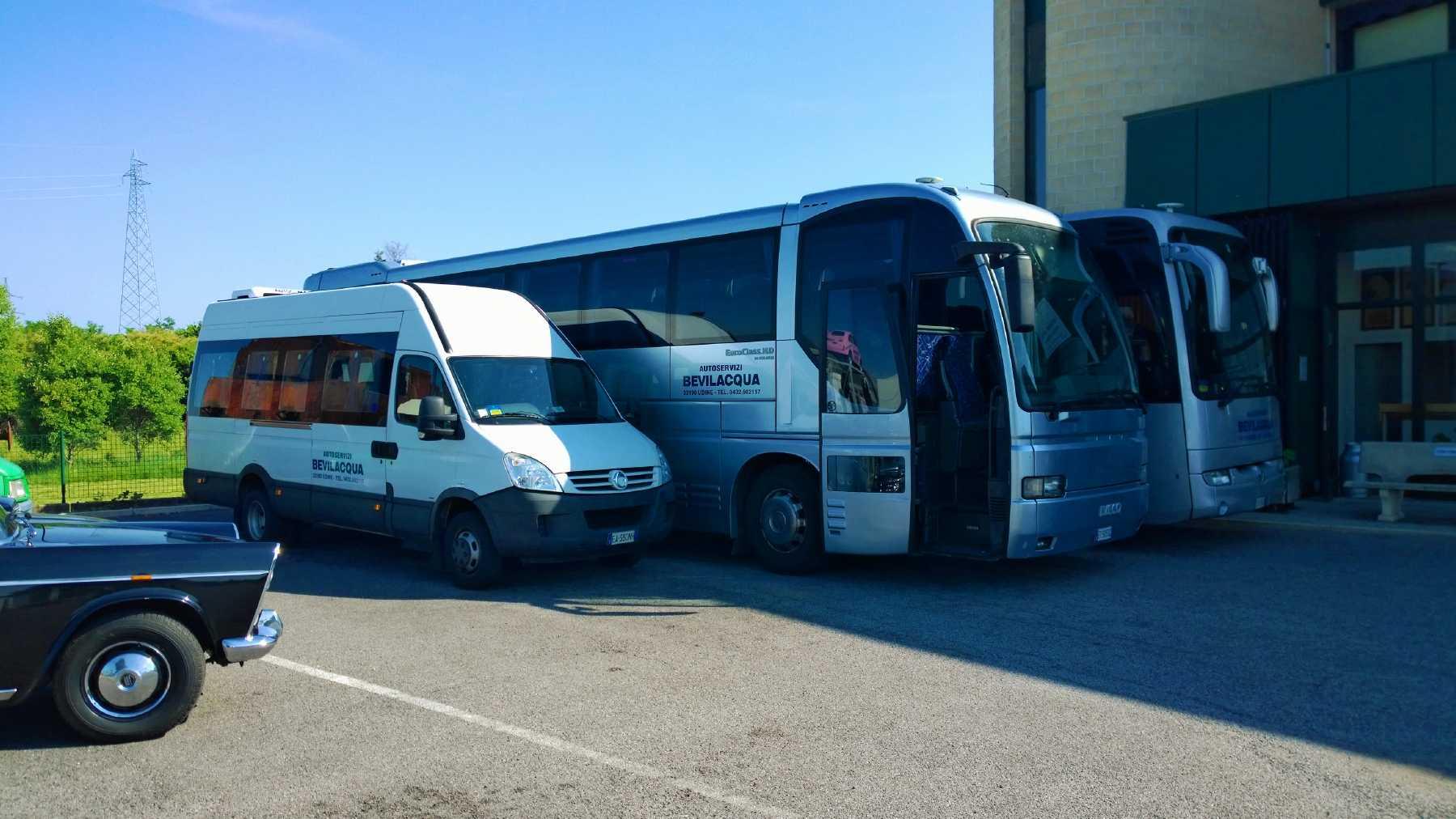 Autobus fino a 54 posti